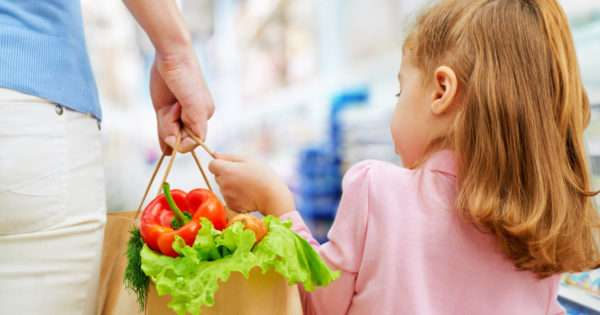 10 Ludicrously easy ways to save money on groceries | Beanstalk Mums