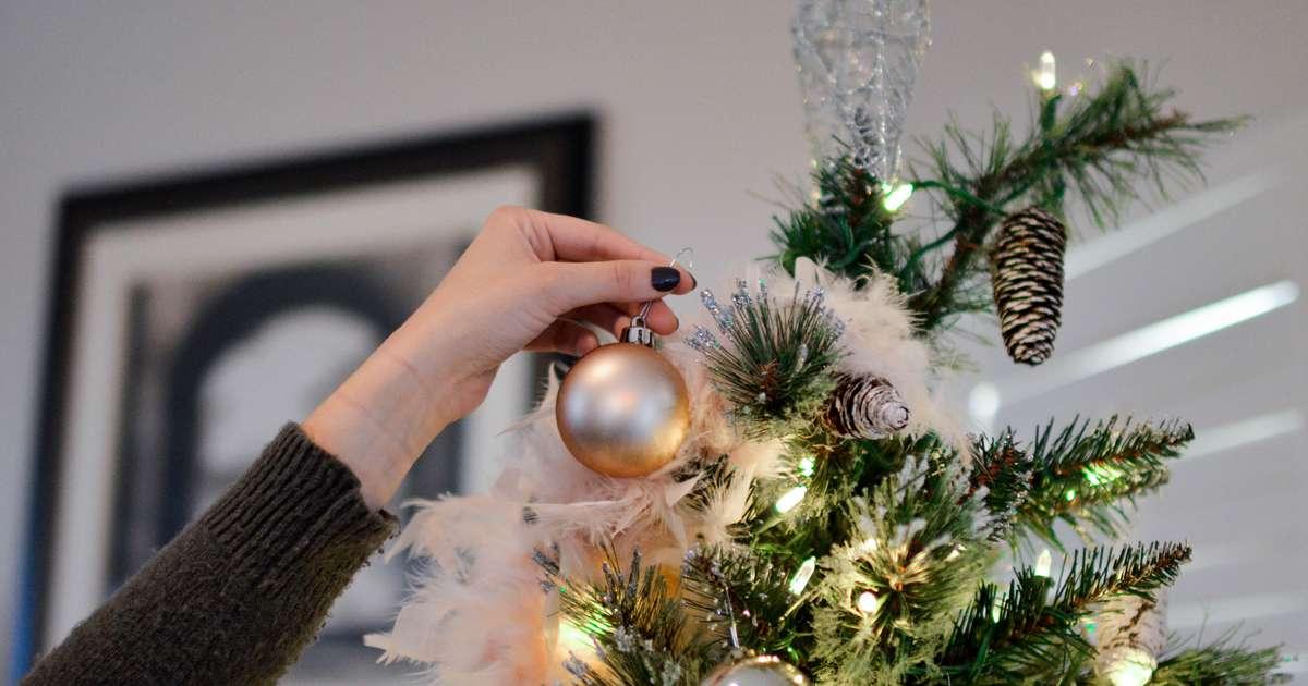 8 Money saving hacks for online Christmas shopping | Beanstalk Mums