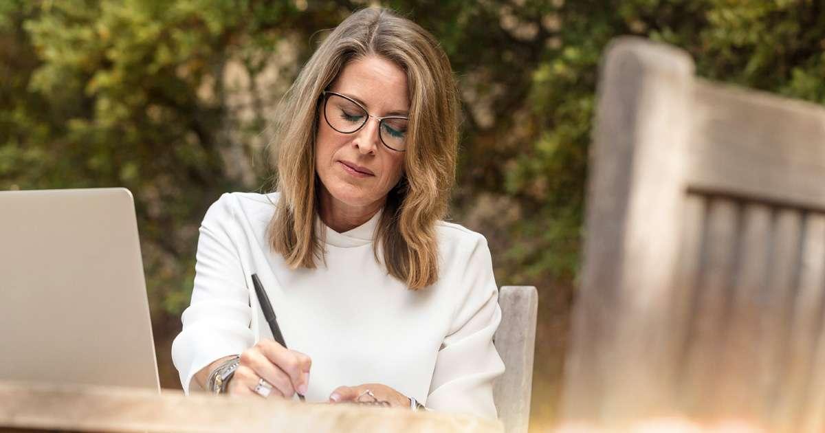Should I change my surname back after divorce? | Beanstalk Single Mums