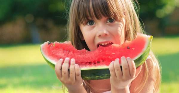10 Sneaky ways to get your kids to eat healthy food | Beanstalk Mums