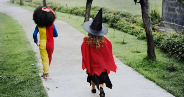 15 Ways to stay safe trick or treating | Beanstalk Mums