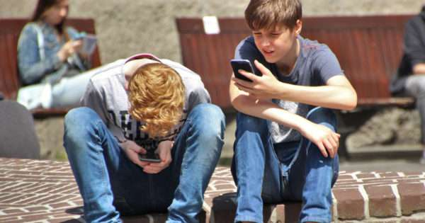 Should I get my child a phone, or not?   Beanstalk Mums