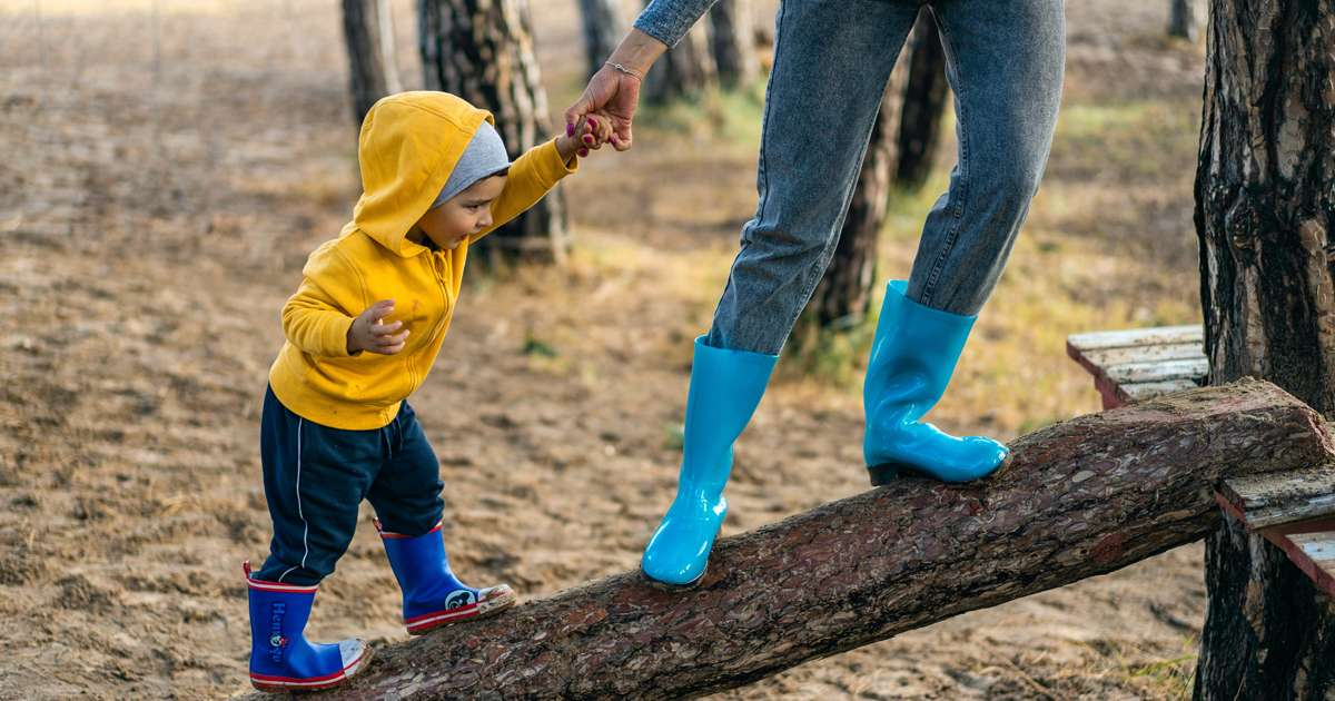 Supporting young kids to find their emotional footing in a stepfamily | Beanstalk Mums