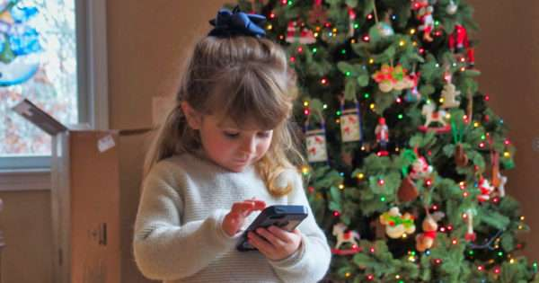 How to choose the right phone for your child this Christmas | Beanstalk Mums